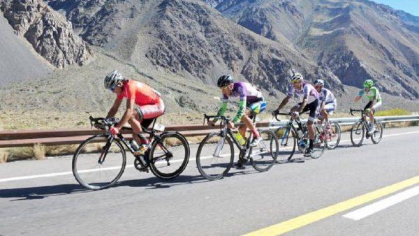 La batalla de los ciclistas en Farellones.
