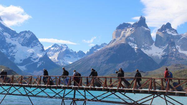 Industria del turismo anticipa caída de 38,2% en llegada de extranjeros este verano por crisis social y factor Argentina